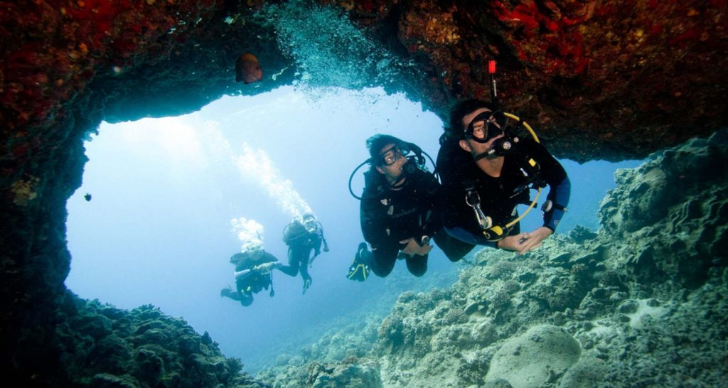 Jaskynne potapanie pod Phi Phi