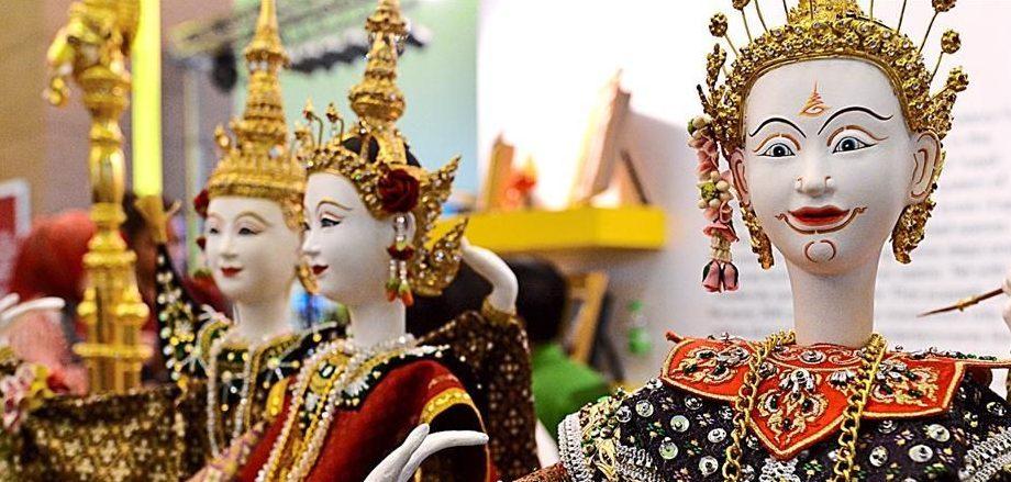Thajské kostýmy na bábkach